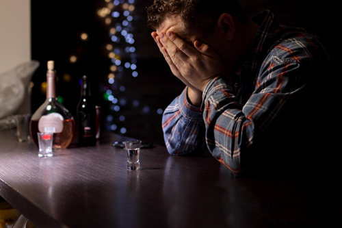 Am I Addicted to Alcohol - man in a bar - willingway
