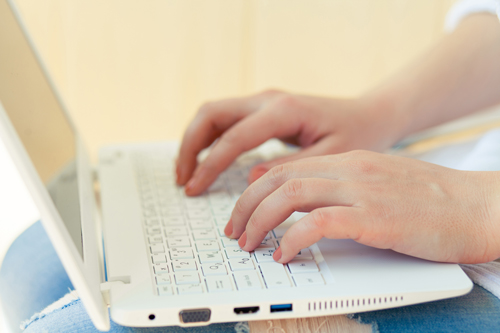 The Power of Online Recovery Communities - girl typing on laptop